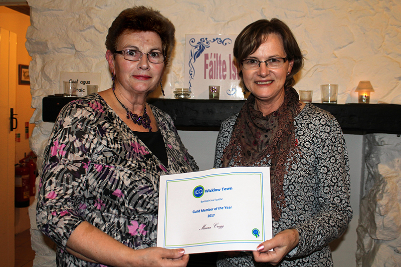 ICA Wicklow Town President Mary Finlay hands Maura Cregg her certificate for being Guild Member of the Year 2017
