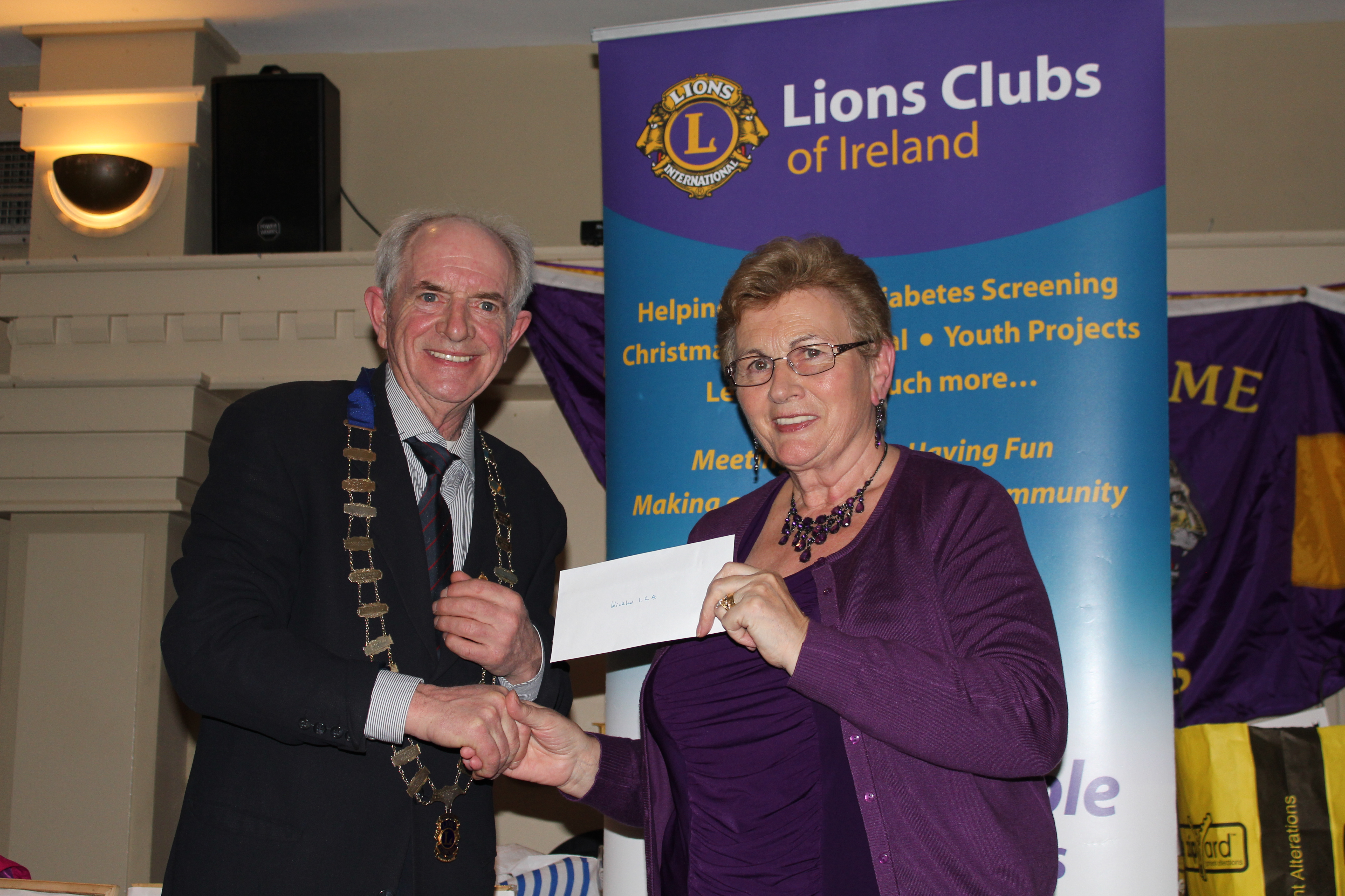 Tony Lyons, President of Wicklow and District Lions Club, presents a cheque to Guild President Mary Finlay on the final Quiz night