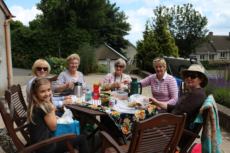 ICA members enjoy a picnic lunch